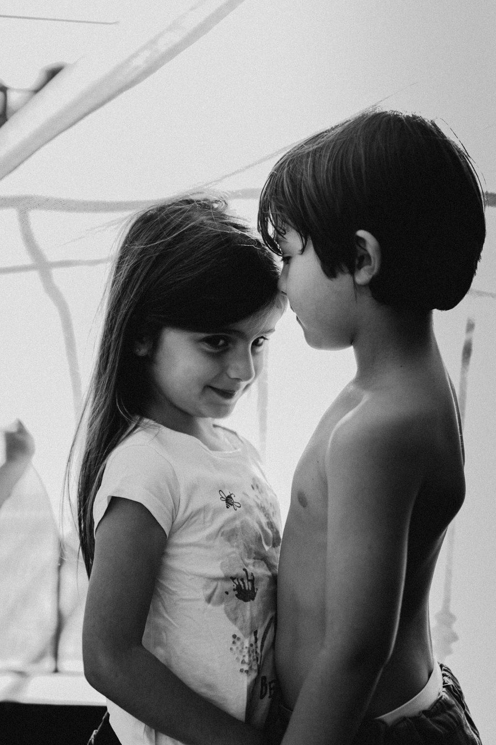Rebecca Rinaldi. Servizi fotografici Bambini Famiglie Genova. Fotografo neonati Genova. Servizi fotografici bimbi naturali. Fotografo maternita famiglie lifestyle reportage.