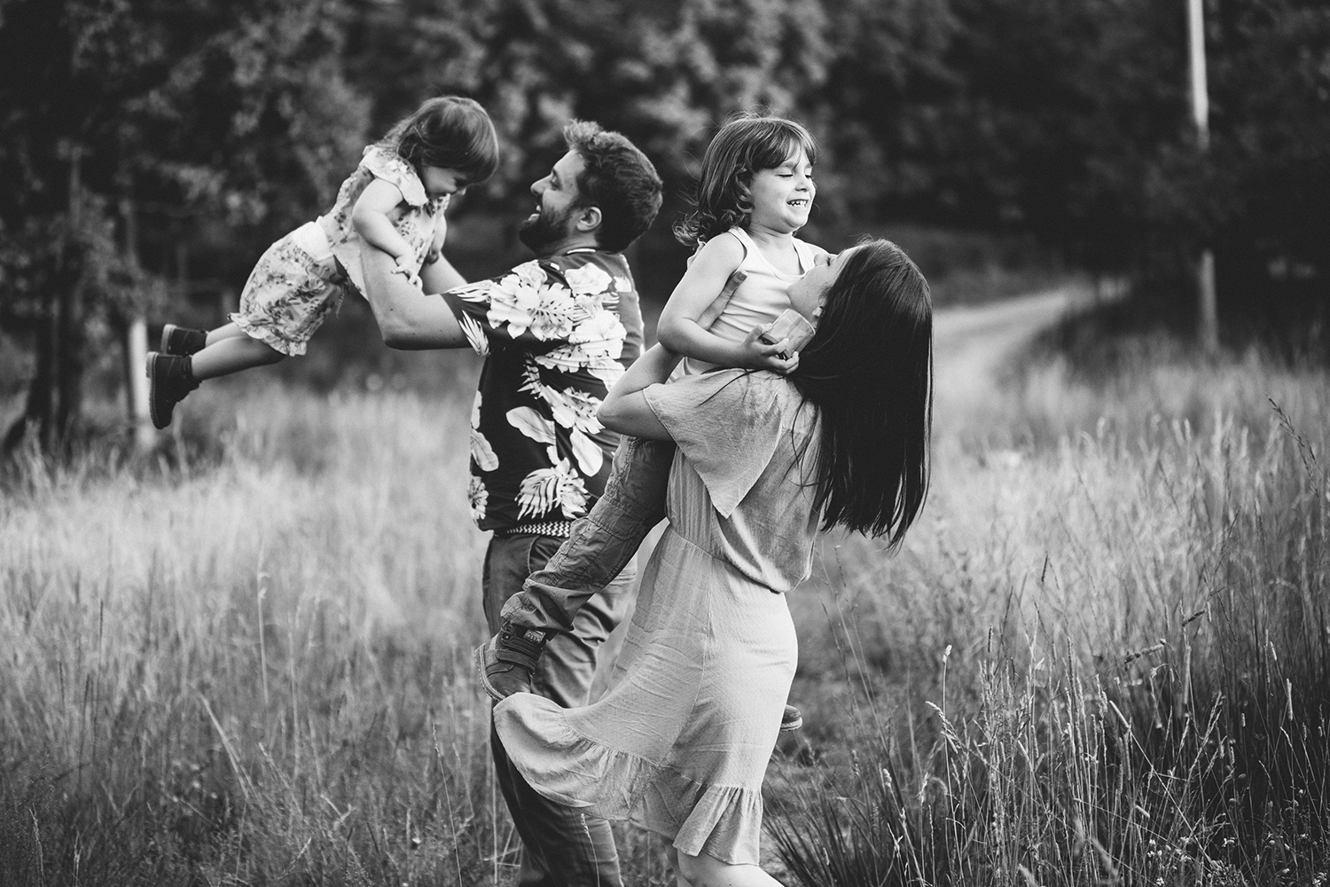 rebecca rinaldi photography. family playing in the field.