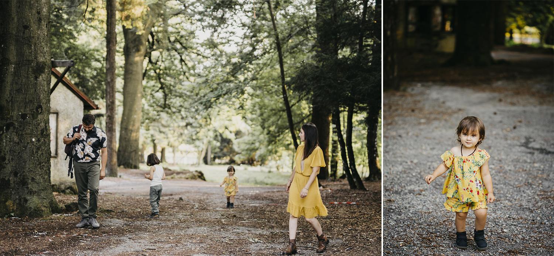 Servizio fotografico di famiglia ai Piani di Praglia. famiglia che cammina nel bosco. Genova. Liguria. Rebecca Rinaldi Photography.