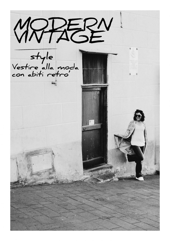 Rebecca Rinaldi Photography. chiara con cappotto vintage, appoggiata al muro.