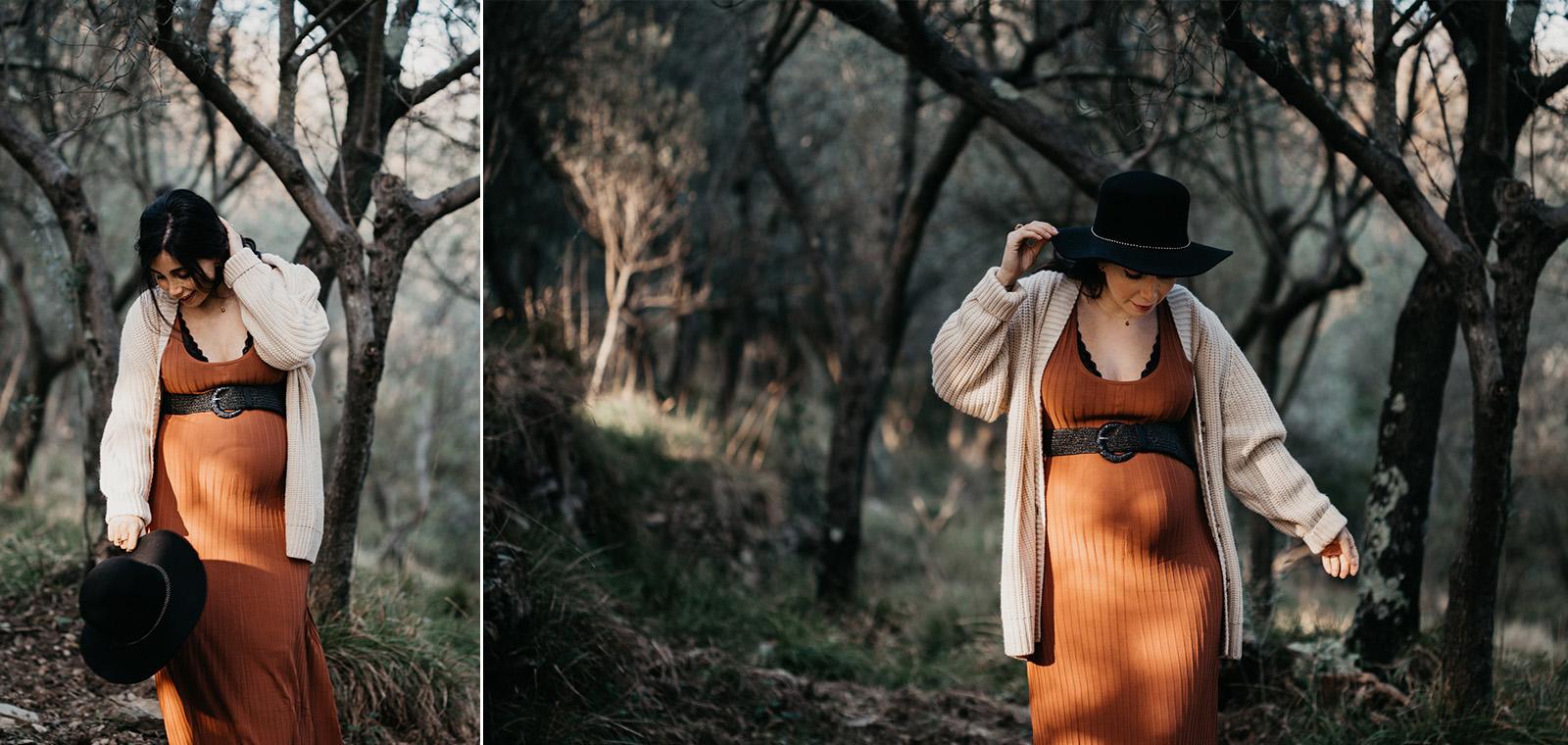 Rebecca Rinaldi fotografia maternità e gravidanza Genova. Futura mamma passeggia nel bosco.